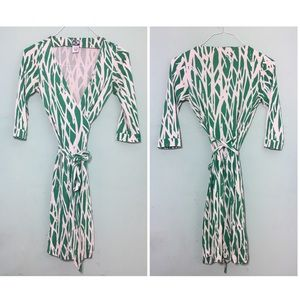 Iconic DVF Silk Green and White Wrap Dress US 2